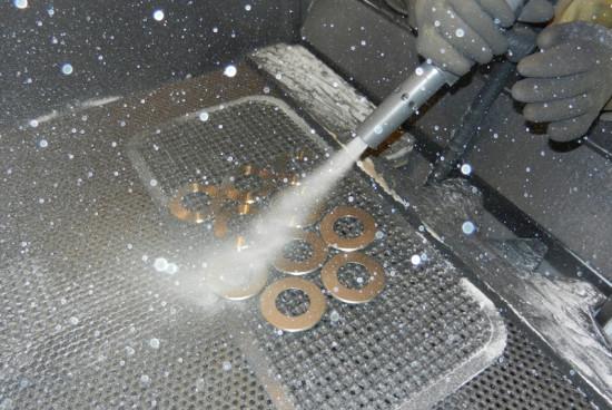 Sabbiatura dei metalli: come procedere prima di verniciare