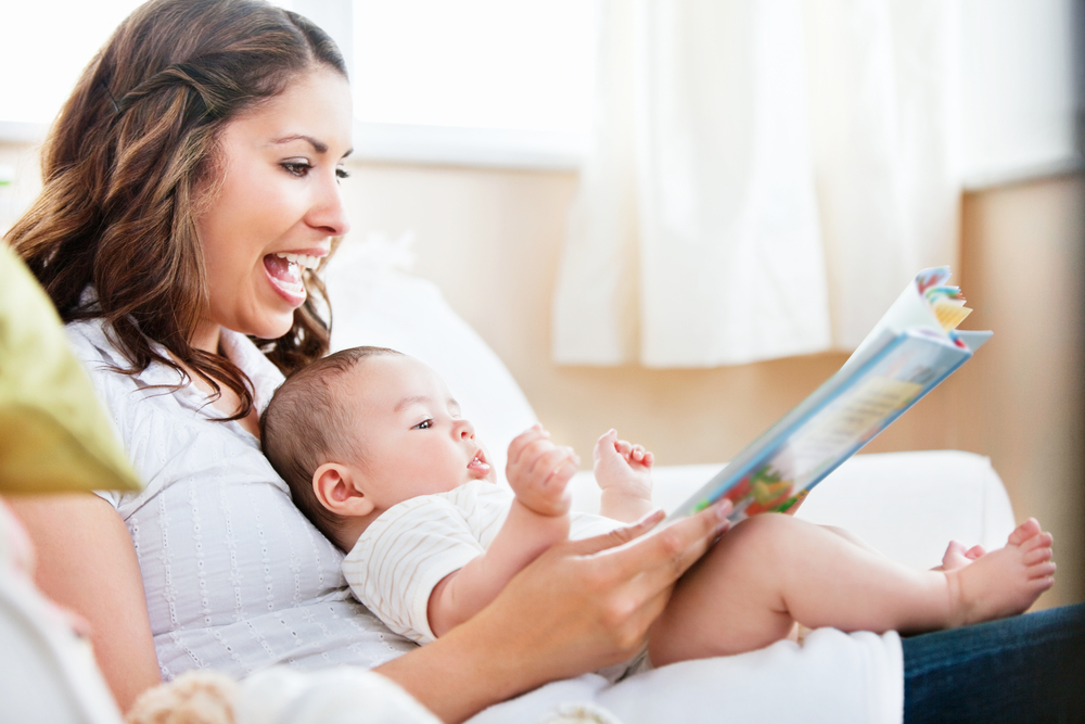 Perché leggere ai bambini al letto fa bene