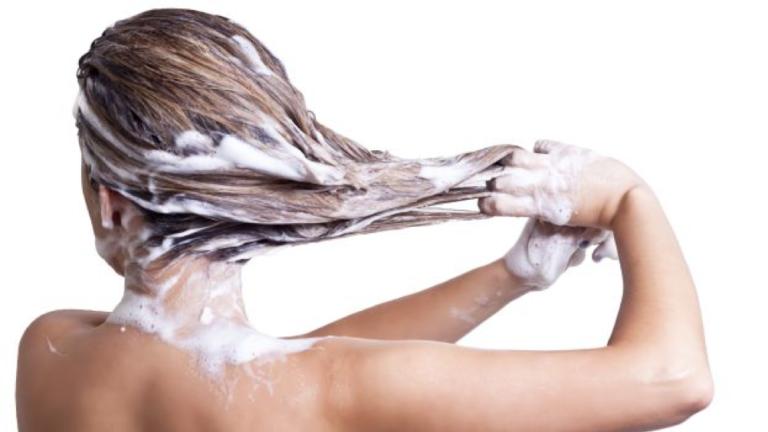 Curare i capelli: i 5 consigli utili