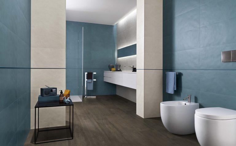 Un bagno in stile glamour con il gres porcellanato a effetto legno